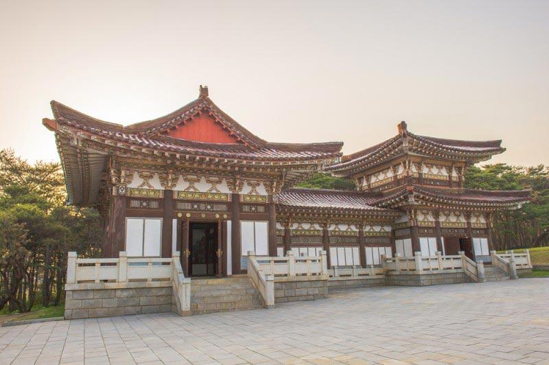 Tomb of King Tongmyong, North Korea