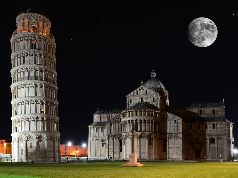 Leaning tower of Pisa in Night