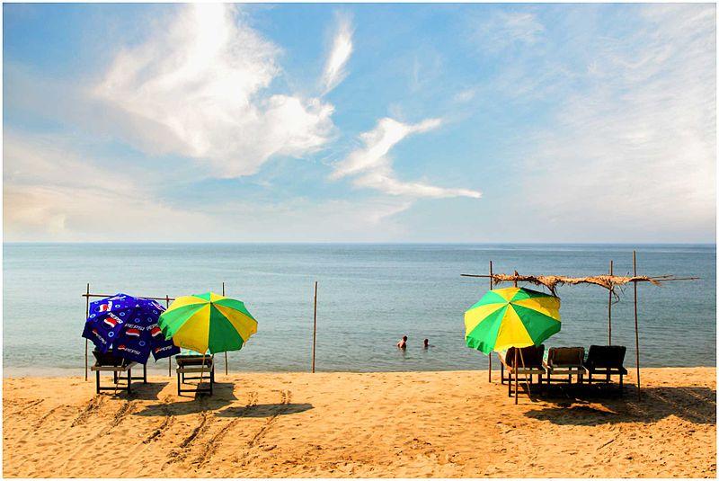 Playa de Baga – uno de los favoritos entre los amantes de deportes acuáticos, gastronomía y fiesta animales!