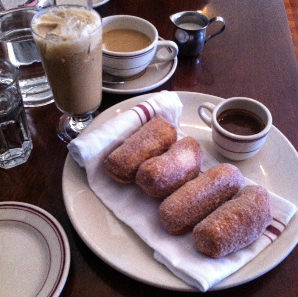 Caffe Ferghetti and beignets with chocolate