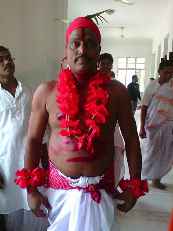 A man dressed as Jallad (headsman)