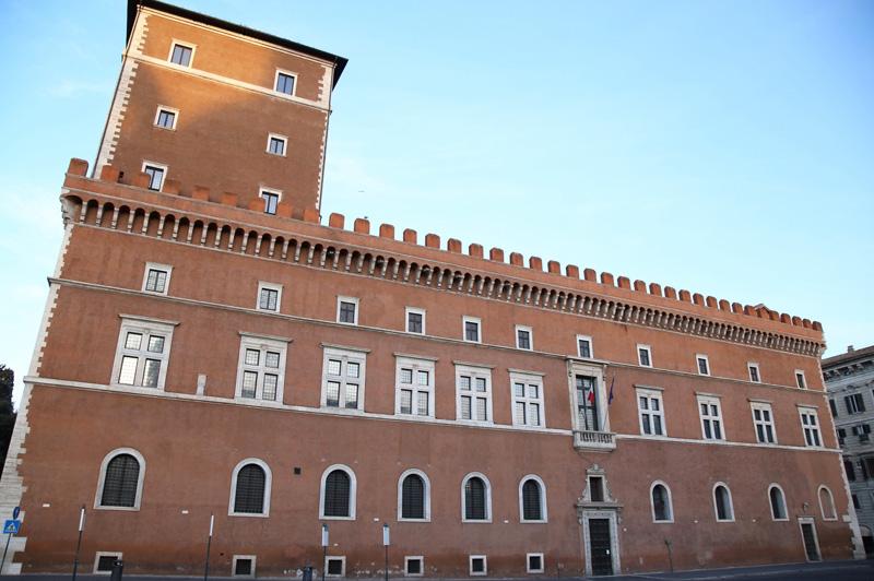 Roman-Forum,-Palazzo-Venezia,-and-II-Vittoriano