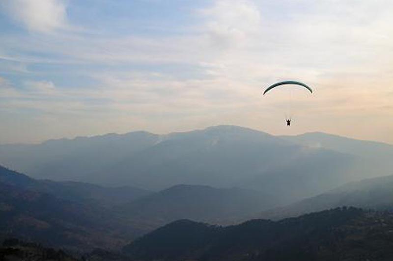 Paragliding in Bedni Bugyal,Uttarakhand