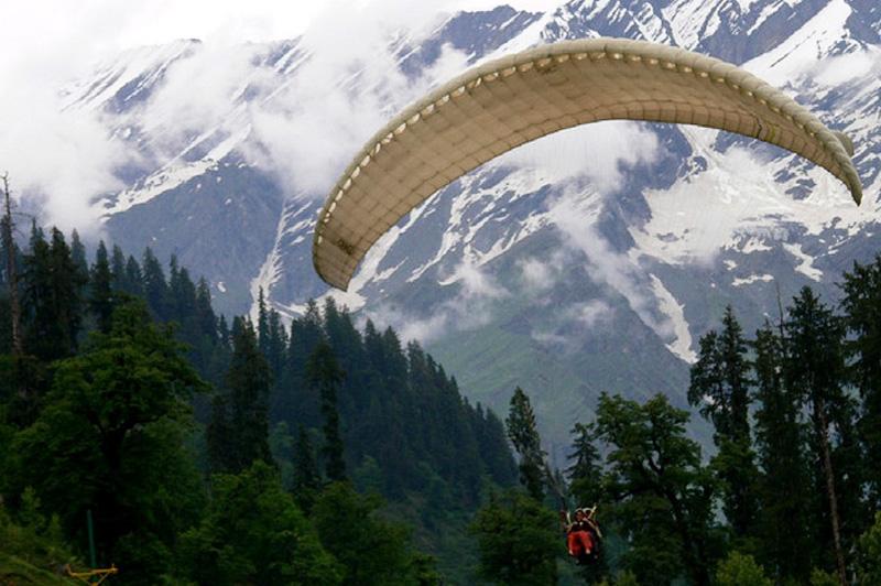 Paragliding in Bir Billing Himachal-Pradesh