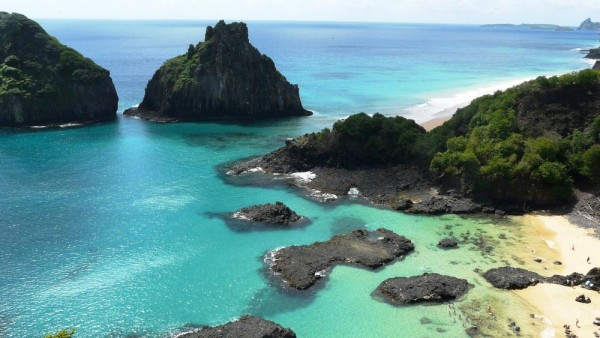 The beautiful beach at Fernando De Noronha island