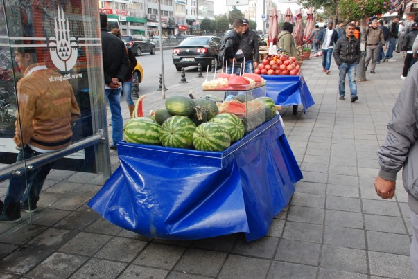 Fresh fruit, an important street food in Istanbul