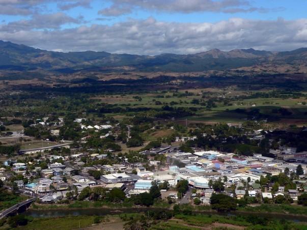 Vista aérea de Nadi, Fiji, mientras se aproxima el aeropuerto internacional de Nadi