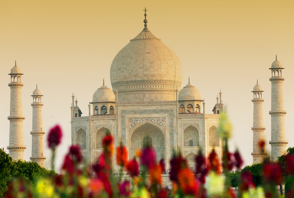 Places to stay near the taj mahal